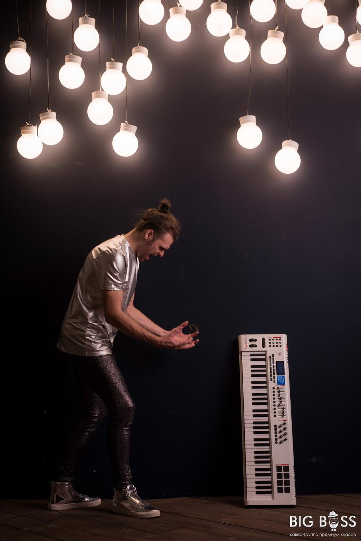 Клавишник кавер группы